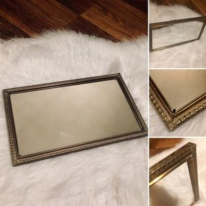 🦋2/$10 3/$15 4/$18 5/$20 Vintage Table Mirror